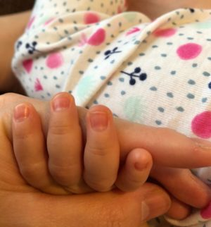 赤ちゃんのとがってる爪
