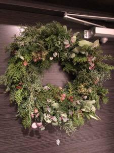 玄関先に飾ったクリスマスリース